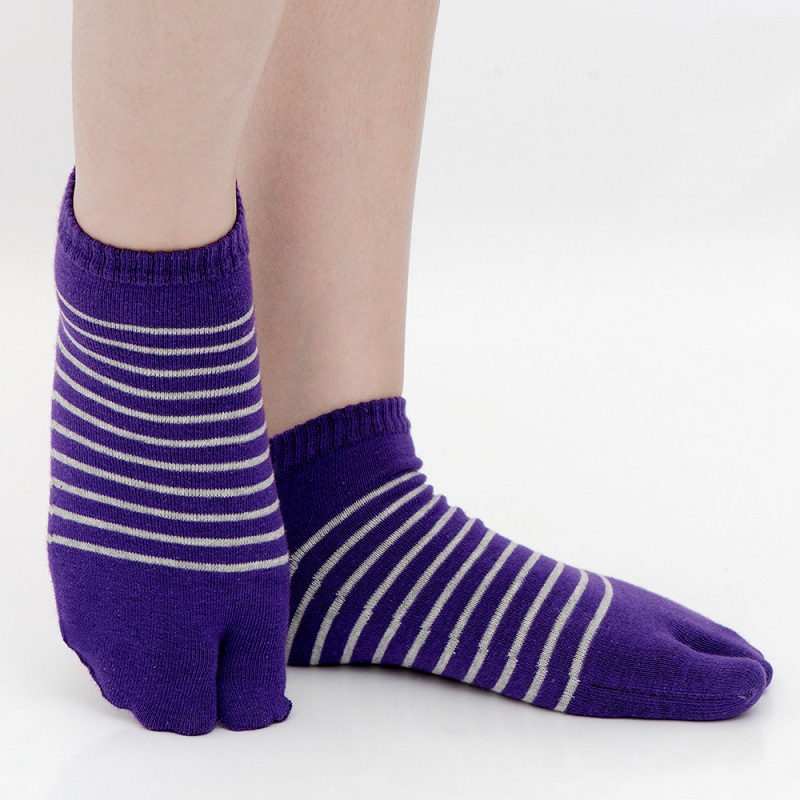 Striped two fingers Japanese clogs socks